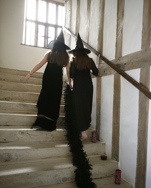 25_witches