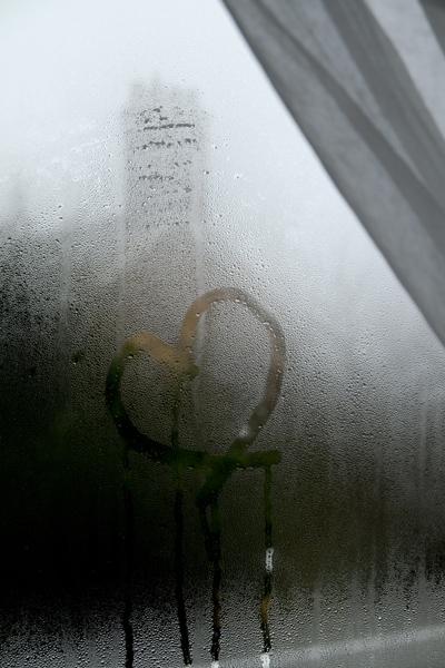 63_window_heart
